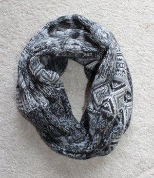 Schöner Schlauchschal in grau für die kalte Jahreszeit