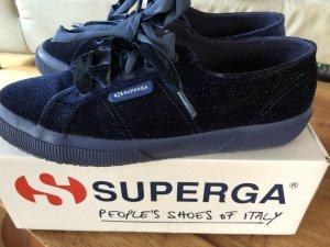 Schöner Schuh von Superga