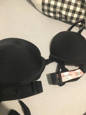 Schöner schwarzer Bikini