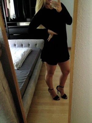 Schöner schwarzer Jumpsuit mit Rückenausschnitt von Zara