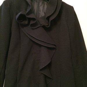 Schöner schwarzer Mantel mit Volant-Kragen für den Übergang