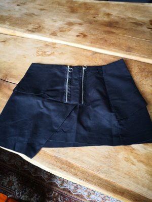 schöner schwarzer Minirock von ZARA