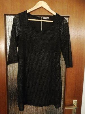 Schöner schwarzer Pullover mit Glitzergarn