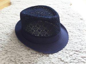 Chapeau bleu foncé
