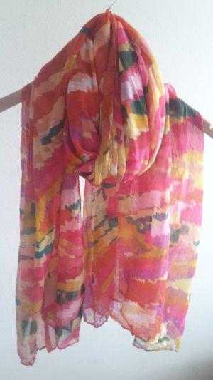 schöner sommerlicher Schal in verschiedenen Farben