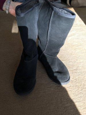 Schöner Stiefel im UGG Boots Style