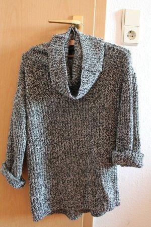 Schöner Strick-Pullover mit weitem Kragen