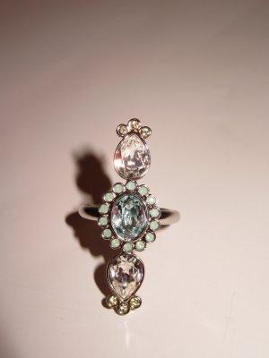 schöner Swarovski Ring