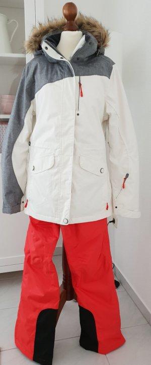schöner und funktionaler Ski Snowboard Anzug