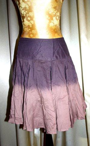 schöner violetter Vintagerock