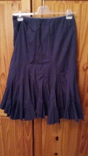 Schöner Volantrock in dunkel blau 36 ist angegeben ich finde er fällt viel größer aus 38/40!!