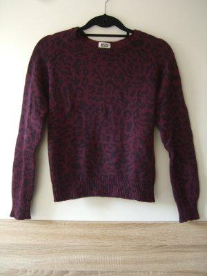 Schöner warmer Pullover mit Leo Muster