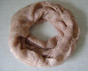 schöner weicher Feinstrick-Loop-Schal mit Pailetten von DaWanda