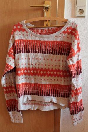 Schöner, weicher Pullover mit Boho-Muster