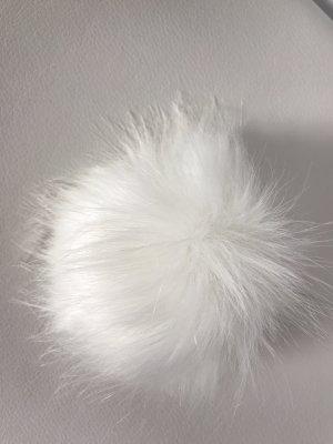 Chapeau en tricot blanc cassé fourrure artificielle