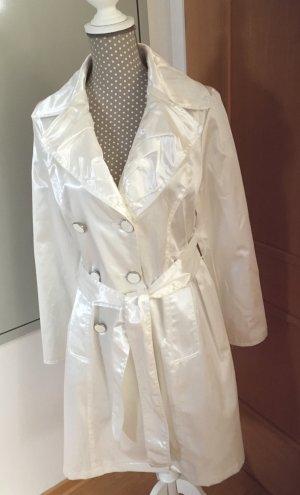 Schöner weißer Mantel