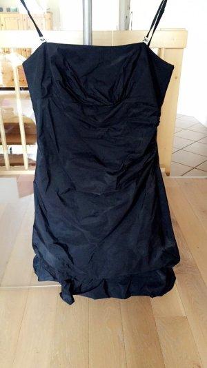 Schönes Abendkleid in schwarz