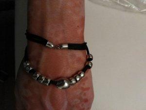 schönes Armabnd neu schwarz mit silberenen Perlen