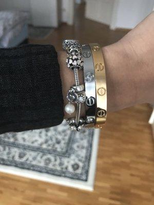Schönes Armband goldfarben