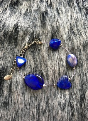 Schönes Armband mit blauen Steinen von LBVYR