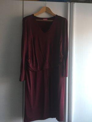 Schönes Basler Kleid in bordeaurot. Elegantes Design und sehr gute Passform.