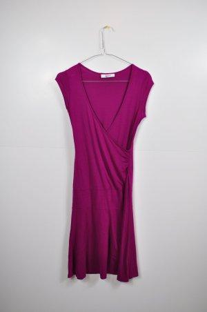 Schönes Beerefarbenes Kleid mit Raffung
