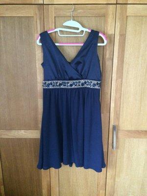 Schönes blaues Abendkleid