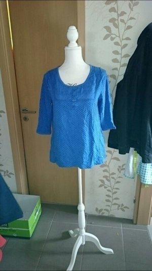 Schönes blaues Shirt