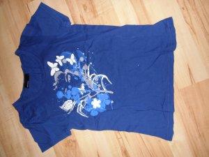 schönes blaues T-Shirt