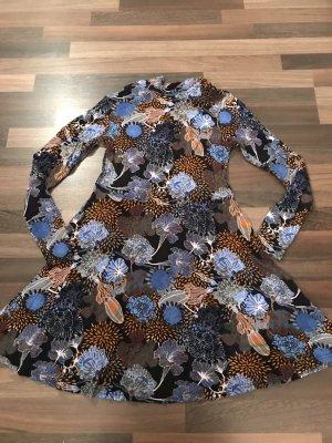 Schönes Blumen Kleid