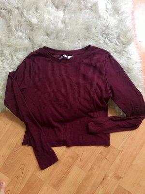 Schönes bordeautfarbenes Shirt im kurzem Schnitt