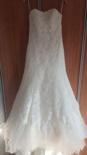 schönes Brautkleid...