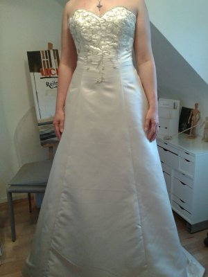 Schönes Brautkleid von demetrios inn Größe 38 neu