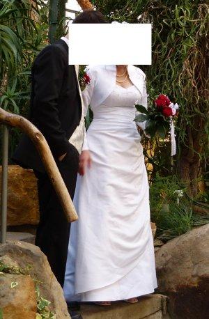 Schönes Brautkleid vorne mit Perlen und gerafft, hinten geschnürt mit Bolero