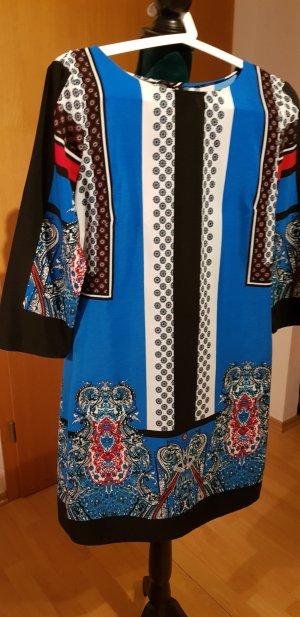 Schönes buntes Kleid