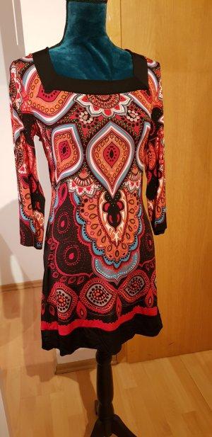 Schönes buntes Kleidchen von Comma