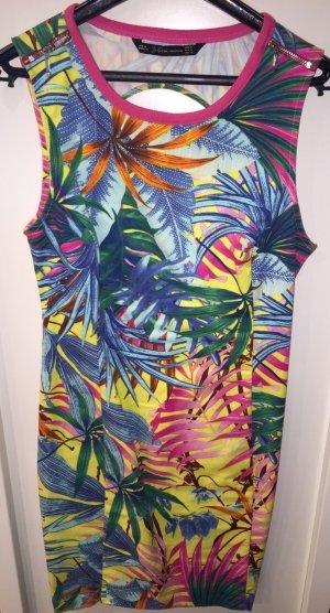 Schönes buntes Sommerkleid