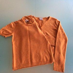 Schönes Cashmere Twin-Set in Orange, gr. 36. Hat einige, wenige kleine Mottenlöcher (aber gewaschen und vorher tiefgefroren). Daher der günstige Preis