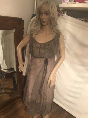 Schönes Chiffon Kleid in braun