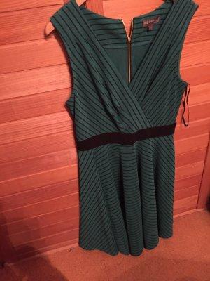 Schönes dunkel grünes Kleid