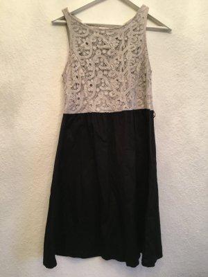 Schönes Etui Kleid mit Spitze