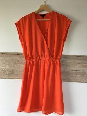 Schönes farbiges Sommerkleid