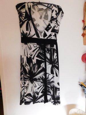 Schönes figurbetontes Kleid schwarz - weiss