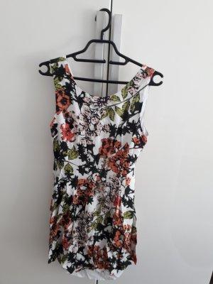 schönes geblümtes Sommerkleid