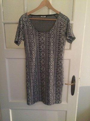 Schönes gemustertes Tshirt-Kleid