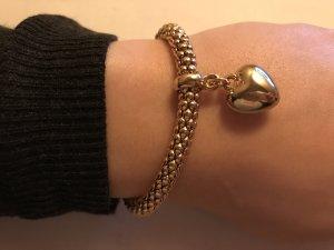 Schönes goldenes Armband