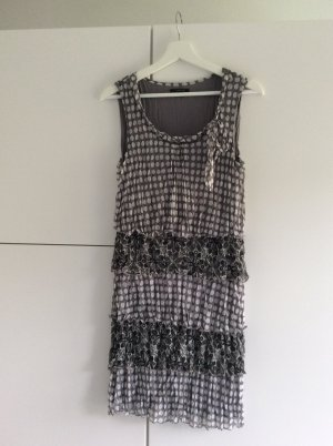 Schönes graues Kleid