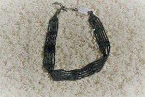 schönes Halskette mit dekorativen Perlen