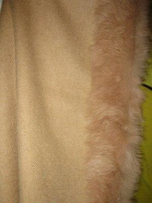 Schönes hochwertiges Cape in Nude mit Pelz, neu