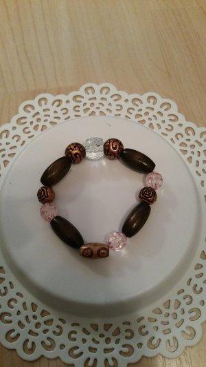 Schönes Holzarmband mit Perlen